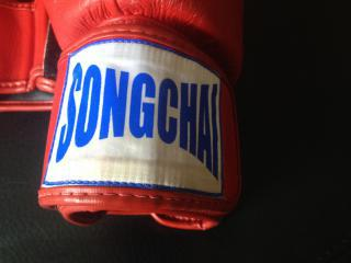 Boxerské rukavice Songchai pro Muay Thai, S1, K1 - ČERVENÉ