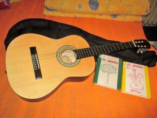 Kytara, obal, učebnice - vhodné pro dítě od 6 let
