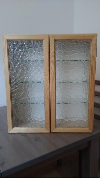 Skříň - prosklená - ze dřeva