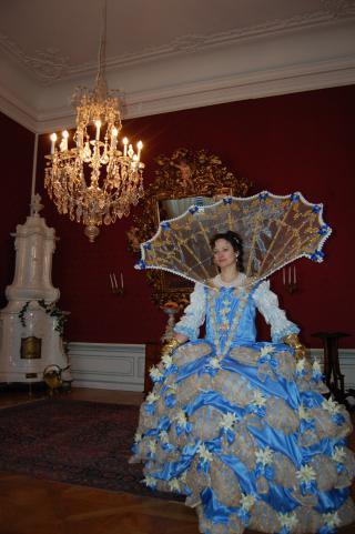 Prezentace kostýmů 16/17.století.