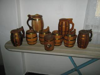 Prodám sbírku dřevěných džbánků.