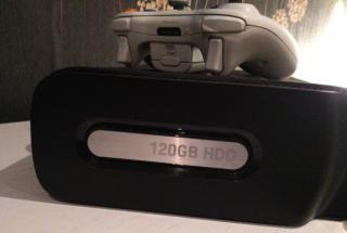Xbox 360 + 2 ovladače + 2 hry