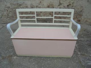 Starožitná lavice s úložným prostorem