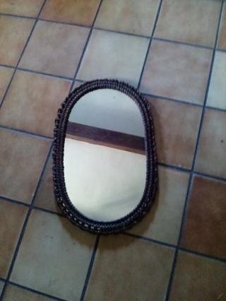 Zrcadlo v ratanovém rámečku