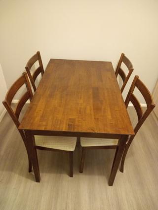 Jídelní stůl se 4 židlemi