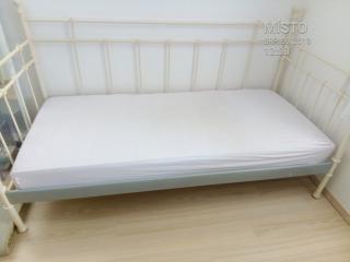 Kovová postel IKEA