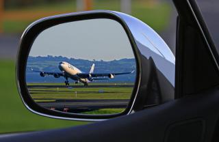 Hledáme řidiče pro přepravu cizinců na letiště Václava Havla