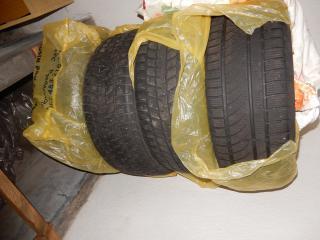 Daruji za odvoz 4 ks pneu