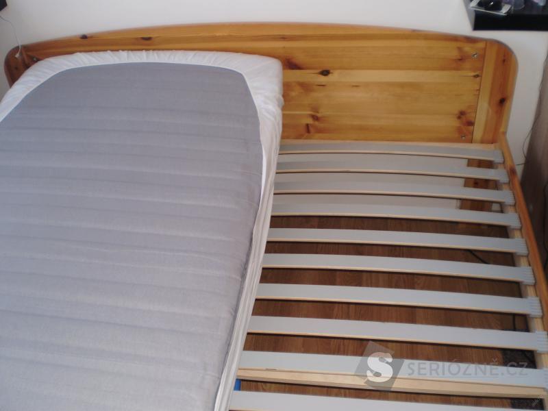 Prodám postel + rošty + matrace