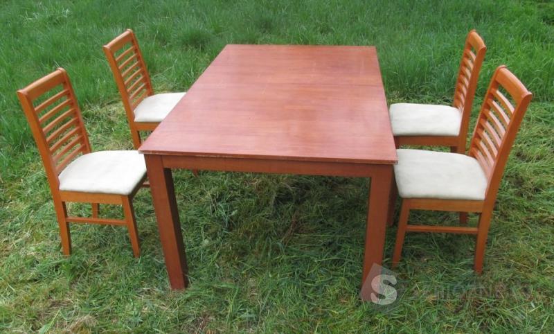 Jídelní set a dřevěný rozkládací stůl