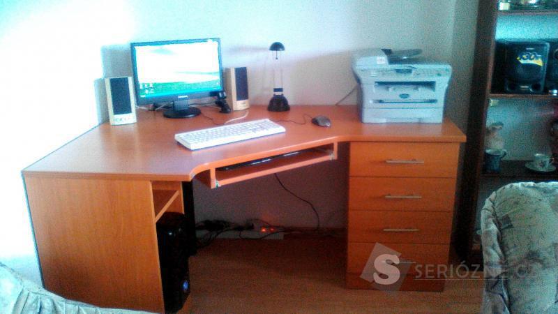 Rohový počítačový a psací stůl