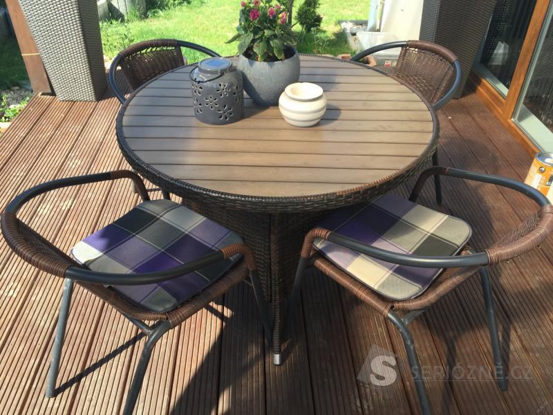 Zahradní nábytek - stůl a 4 židle