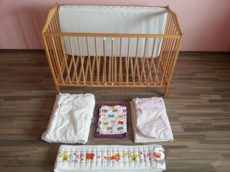 Dětská postýlka a vybavení