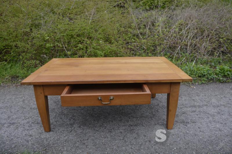Konferenční stolek s úložným prostorem z masivu