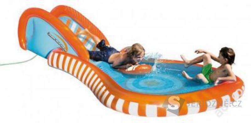 Vodní skluzavka a velký bazén