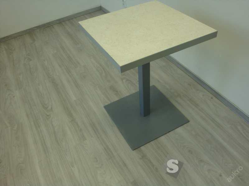 Jídelní stůl s kovovým podstavcem - 60x60cm