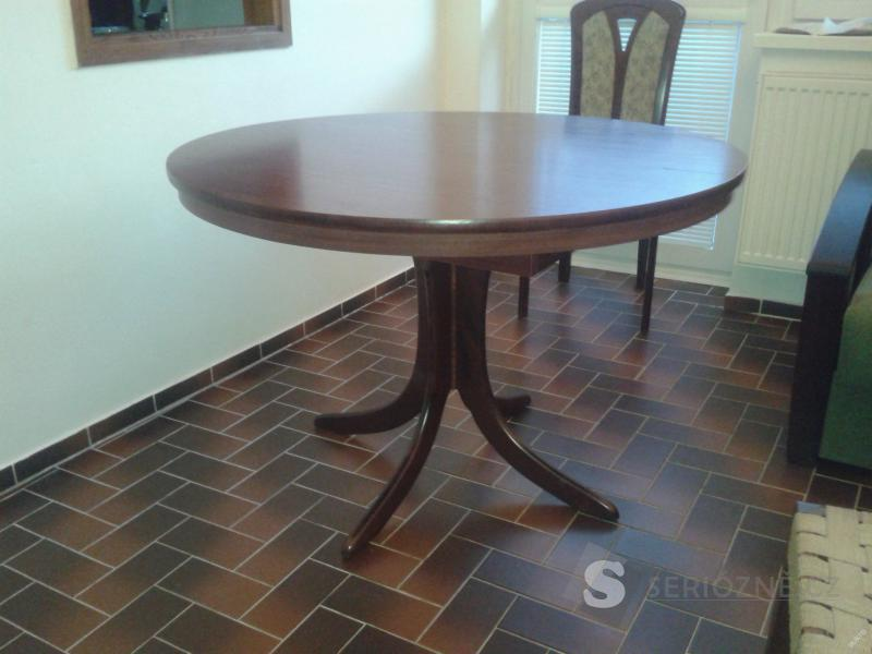 Kulatý jídelní stůl průměr 112, rozkládací 112x147