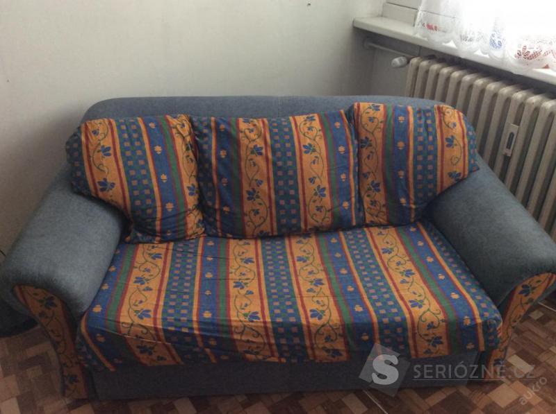 Barevný gauč