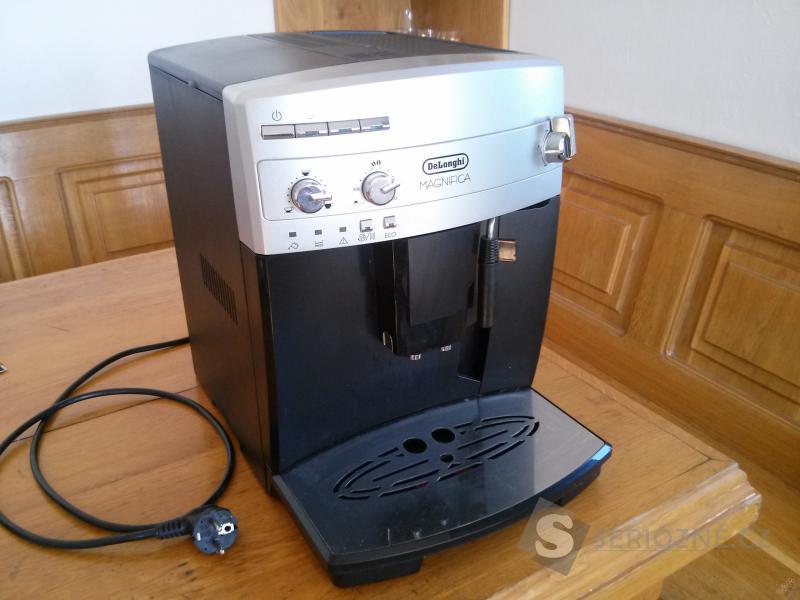 Automatický kávovar DeLonghi ESAM 02.110 SB