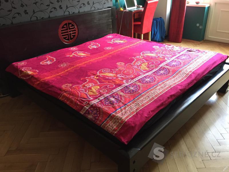 Ručně dělaná manželská postel z masivu