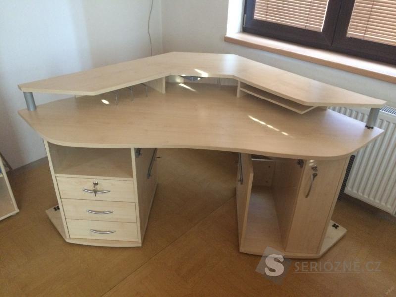 Kancelářský psací stůl