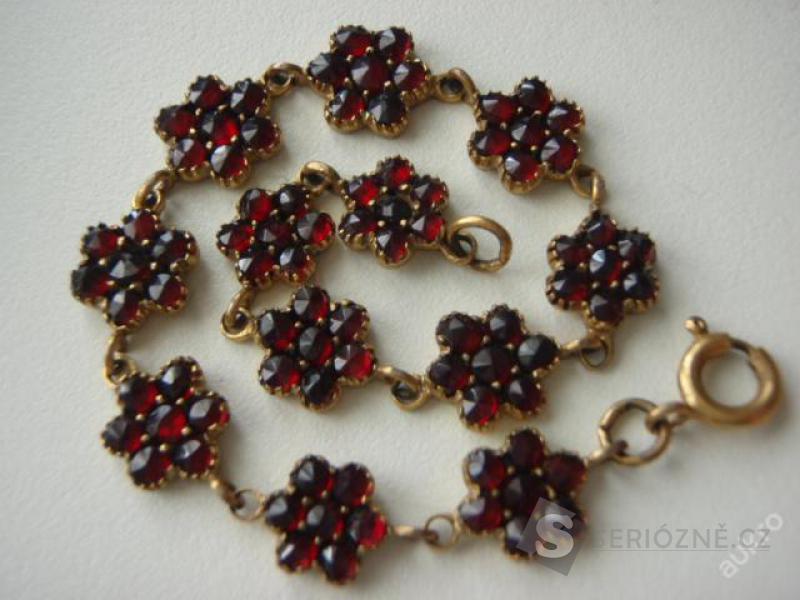 Starožitný náramek - kytičky s českými granáty