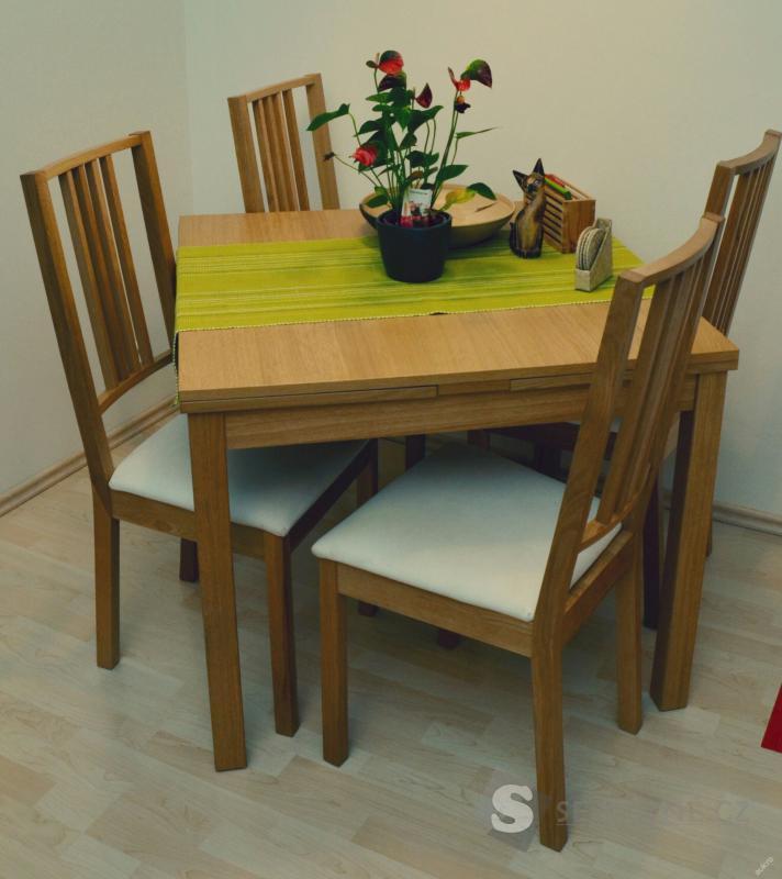 Jídelní rozkládací stůl