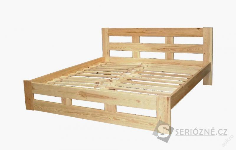 Masivní dřevěná postel s roštem