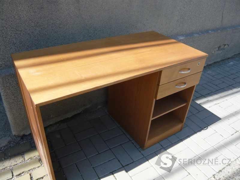 Masivní stůl - hnědý