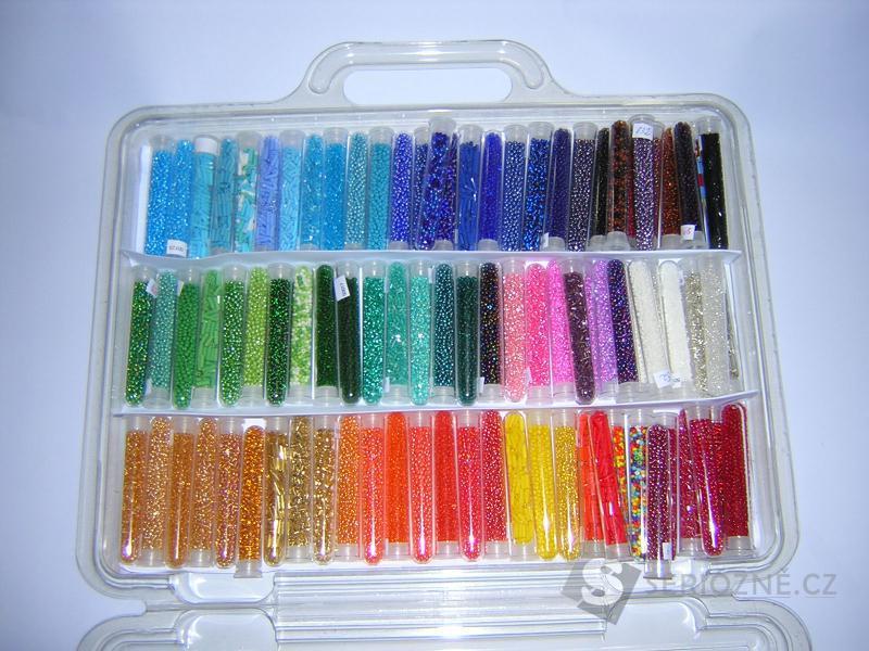 Korálky rokail různých barev
