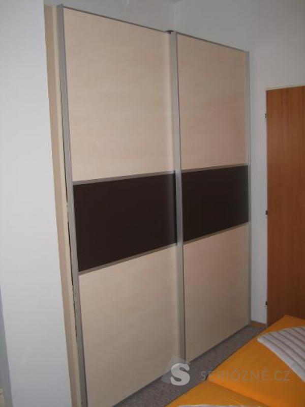 Nadstandartně vybavená skříň