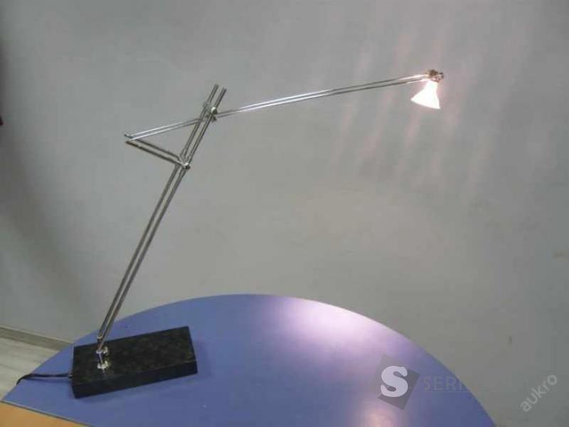 Designová futuristická lampa
