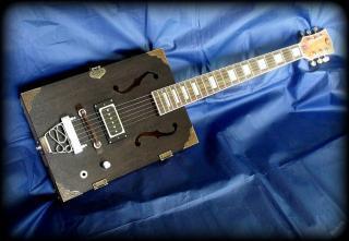 Luxusní 6ti strunná kytara ve stylu Cigar Box