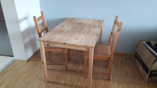 ídelní stůl a 2 židle