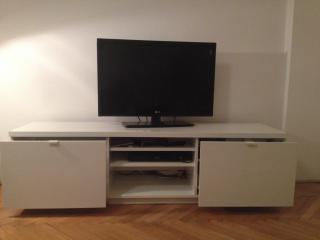 Televizní stolek IKEA