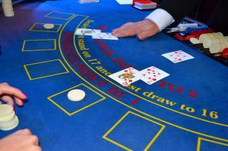 Práce nebo brigáda v kasinu,  Nástupní plat 15000-46000 Kč/měsíc