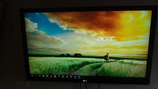 Monitor LCD LG 42 palců + kvalitní držák Vogels