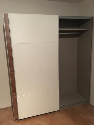Šatní skříň 181x210x62cm