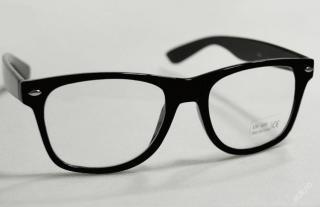 MODNÍ sluneční brýle