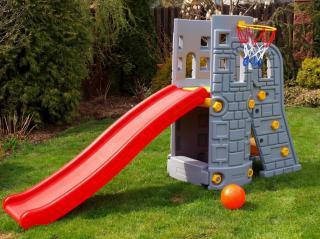 Skluzavka, klouzačka, hradní věž s košem a míčem