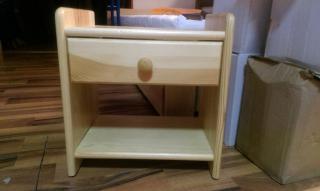 Dřevěný noční stolek YLONA