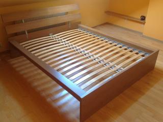 Komplet postel a rošt IKEA
