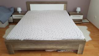 Ložnice (postel, komoda)