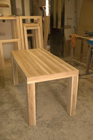 Krásný stůl z masivu - jasan