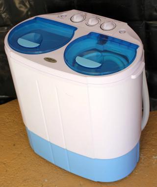 Automatická mini pračka s odstřeďováním