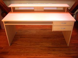 Studentský psací stůl s nástavcem
