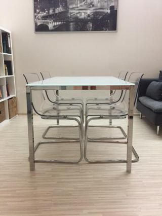 Designový jídelní stůl + 4x židle
