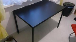 Stůl černý