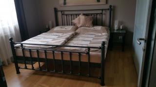Kovová postel. Nová železná postel.