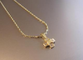 Zlatý řetízek s přívěškem - 4 kamínky